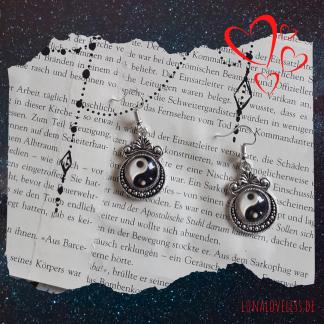 Gothic Ohrringe mit Yin Yang Anhängern